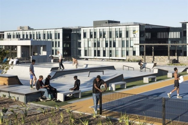 dhk completes 12,000m2 Battery Park in Cape Town