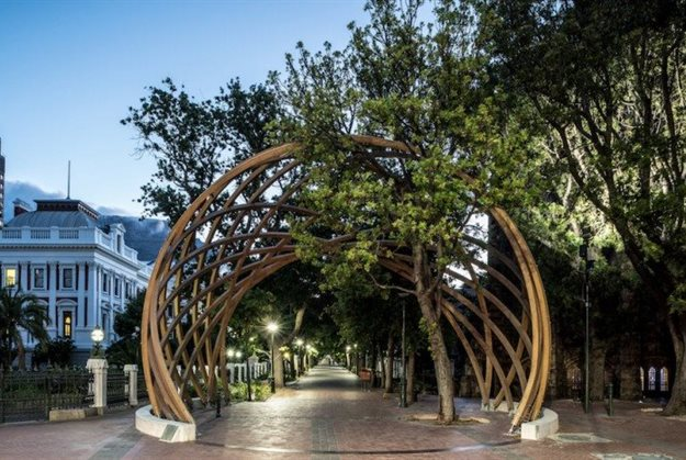 "Snøhetta reveals new Madiba-inspired ""peace bench"""