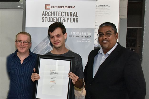 Stephan Diedericks pictured with (left) Professor Jonathan Noble, HOD at the University of the Free State and (right) Gareth Pillay of Corobrik.