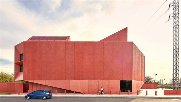 Adjaye Associates' ruby-colored Contemporary Art Center opened in Texas. Image © Dror Baldinger courtesy of Ruby City and Adjaye Associates.